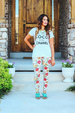 white floral Forever 21 leggings - white graphic tee Style Lately shirt