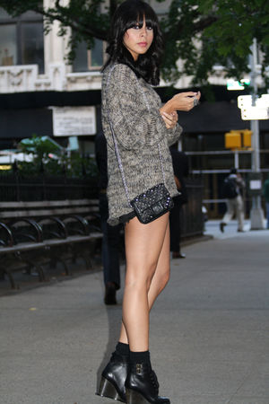brown Topshop sweater - black Levis shorts - black See by Chloe boots - black al