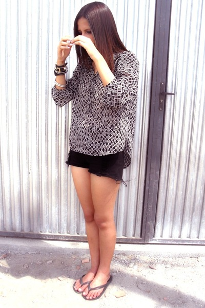 DND blouse - clockhouse shorts
