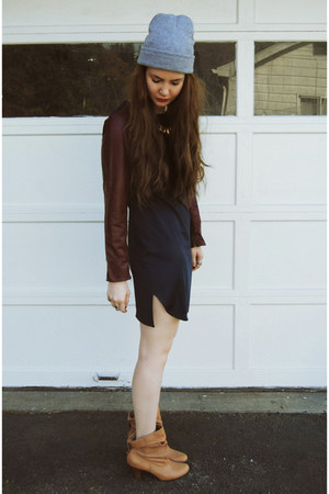camel Urban Outfitters boots - crimson gifted Sheinside dress