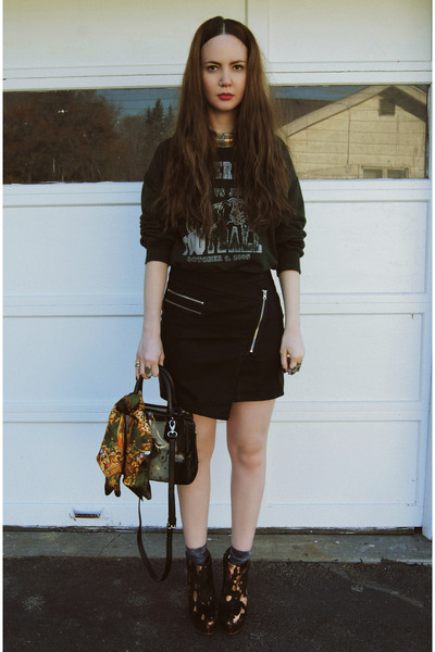 black gifted She Inside skirt - black gifted shoemint bag