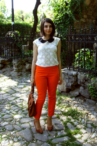 Mango-shoes-secondhand-bag-blanco-blouse-zara-pants_400