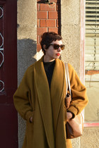 vintage coat - Pickpocket bag - Persol sunglasses - vintage jumper