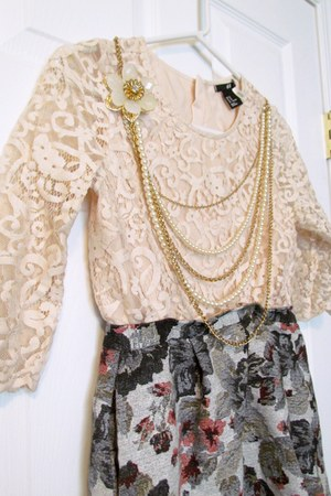 light pink lace H&M top - floral print tonic skirt