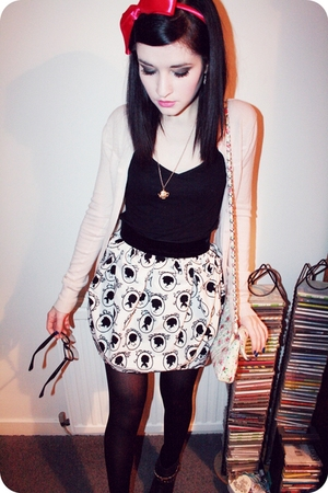 white Topshop skirt - black studded George boots - white floral bag Topshop