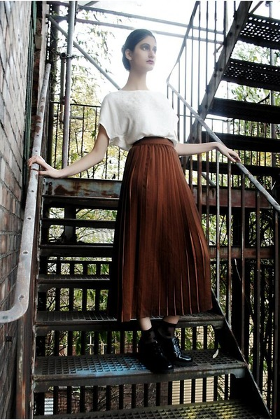 dark brown pleated midi DollsMaison skirt - black leather ankle models own shoes