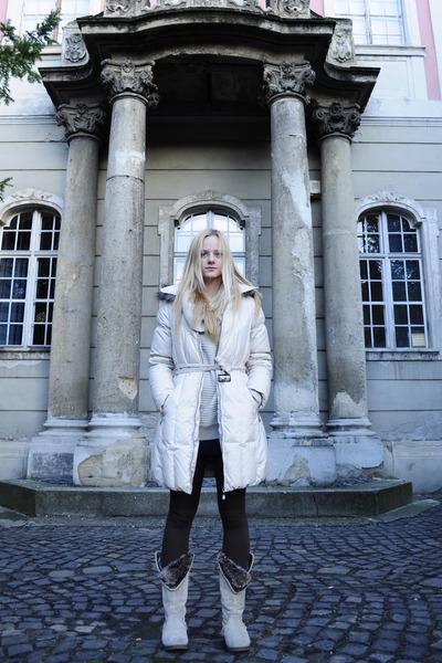 ivory plume c&a coat - off white Zara boots - dark brown Bershka leggings