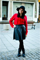 black eco leather PERSUNMALL skirt - red Stradivarius shirt