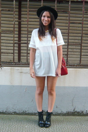 black Zara boots - ruby red Zara bag - white Bershka t-shirt