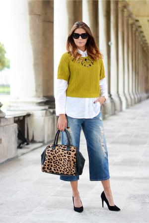 mustard H&M jumper - navy Pull & Bear jeans