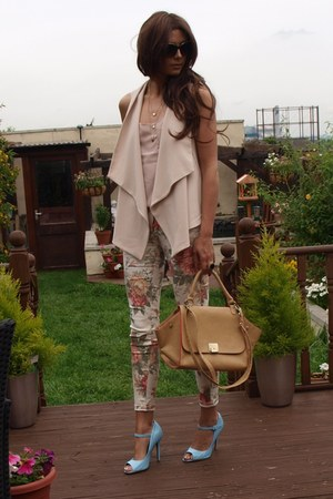 light pink floral printed Zara jeans - camel warehouse bag