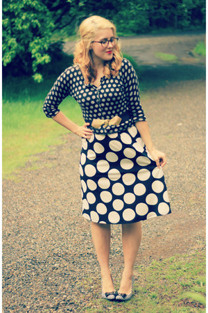 white houndstooth kohls heels - black polka dot thrifted dress