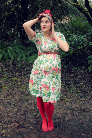 red Target tights - white floral vintage dress - red floral print vintage scarf