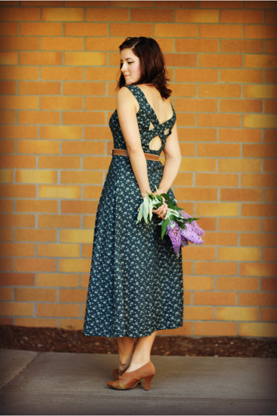 forest green floral print Bridgetown Vintage dress - brown thrifted heels