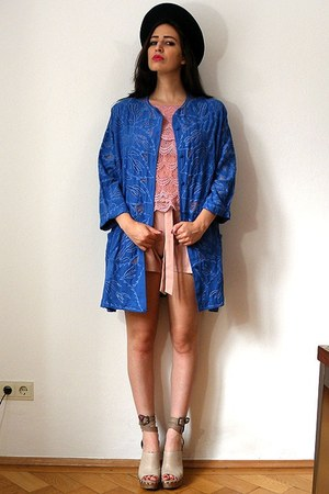 blue vintage jacket - navy felt feather vintage hat - salmon bow tie D&G shorts