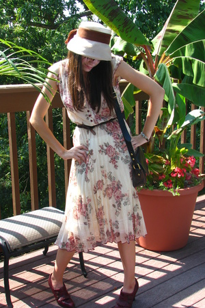 vintage dress - vintage hat - vintage shoes - vintage dooney and burke purse