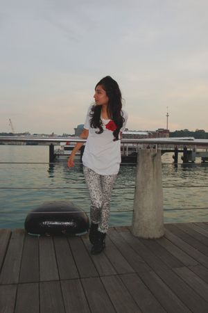 white t-shirt - silver jeans - black boots