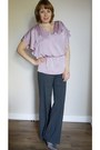Dark-brown-bag-beige-necklace-heather-gray-pants