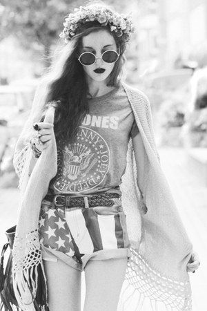 ramones shirt - american flag shorts - john lennon sunglasses - knitted cardigan