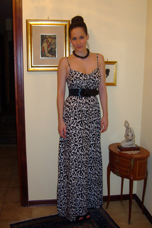 white viscosa H&M dress - black opern toe H&M shoes - black Camomilla necklace
