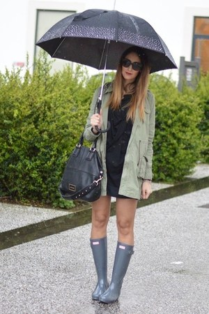 olive green parka Rifle jacket - heather gray Hunter boots - black Givenchy bag