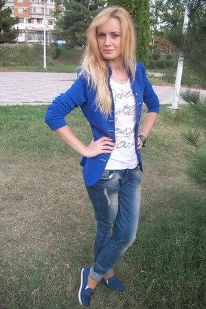 blue cardigan - blue jeans - white t-shirt