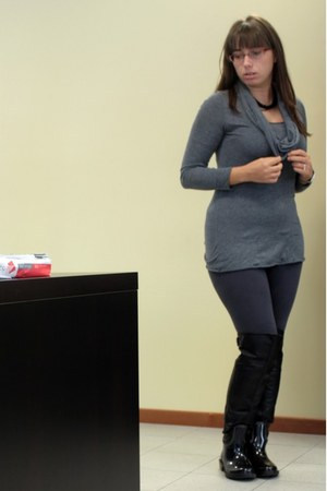 black rainy boots boots - heather gray camaieu leggings - heather gray blouse