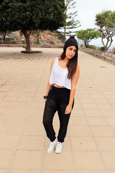 black Puma hat - white Primark blouse - black Bershka pants