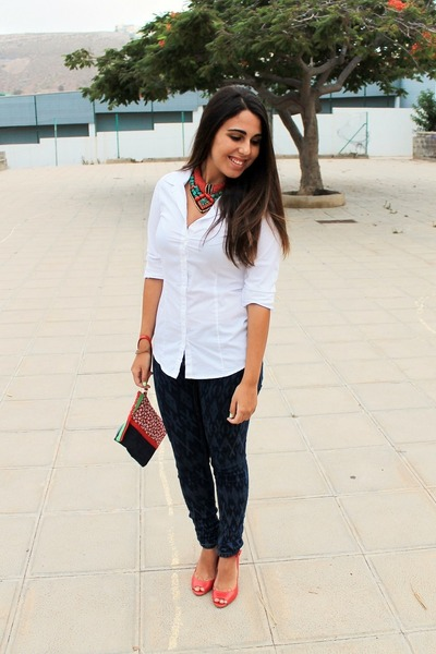 red Triste Doll bag - navy suiteblanco jeans - white pull&bear shirt