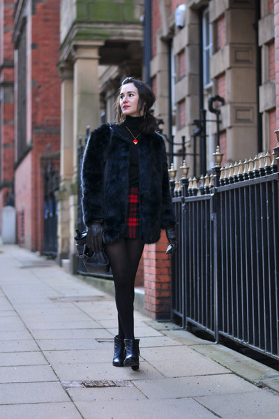 black studded Blink similar Oasap boots - black fur Choies coat