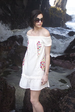 white Anthropologie dress - black round circle Target sunglasses
