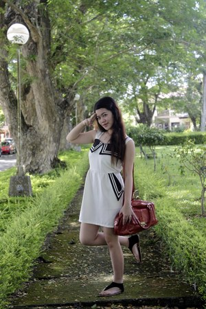 ivory Online Shop dress - red mags bag - white Forever 21 ring