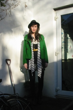 Motet coat - Topshop scarf - Max C London dress - Primark belt - Camden Market h