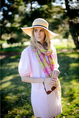camel black band bow Silence & Noise hat - pink Erin Kathleen Couture dress