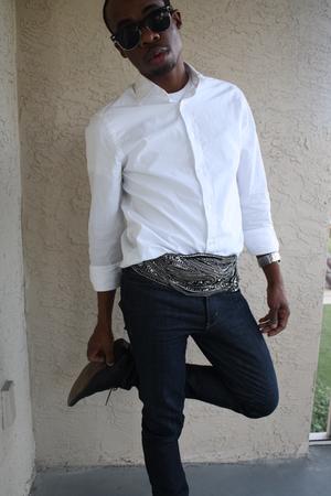 white H&M shirt - black belt