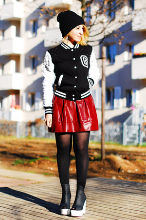 black college Gossengold jacket - maroon fake leather Forever21 skirt