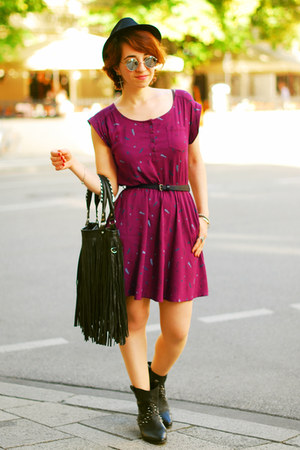 feather print H&amp;M dress - black fringe H&amp;M bag