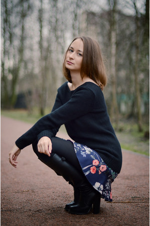 navy floral print Zara skirt - black Mango sweater