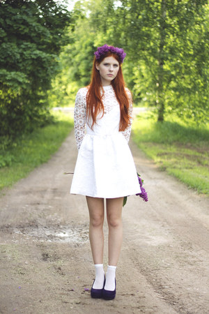 white Dahlia dress - purple Seppälä heels