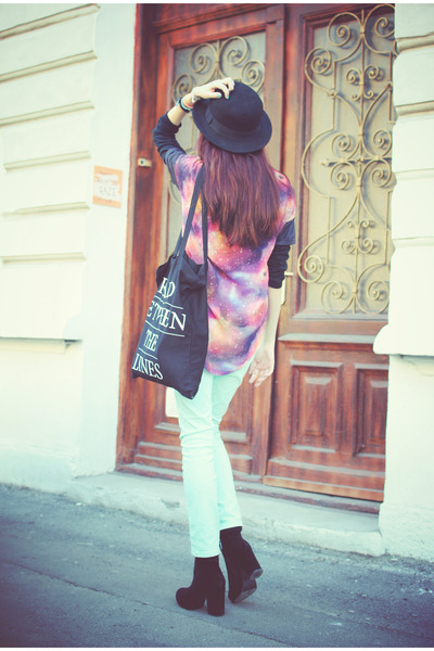 black pieces boots - black H&M hat - galaxy print new look shirt