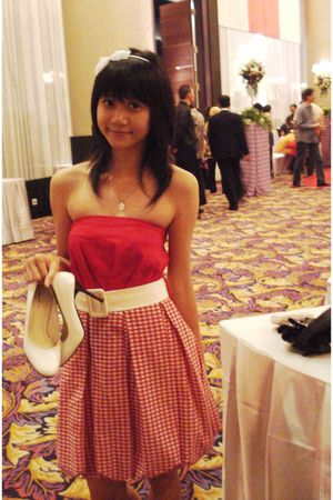 red dress - white belt - white shoes