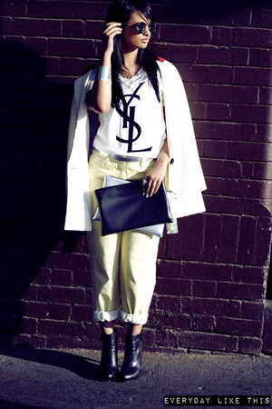white blazer - cream boyfriend jeans Zara jeans - black bag
