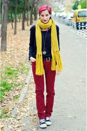 mustard scarf La Redoute scarf - second hand pants - black second hand top