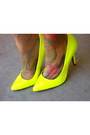 Yellow-neon-quipid-heels-cream-woven-ganson-bag