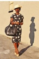 eggshell nude H&M hat - black daisy print Adriana Papell dress