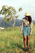 blue floral blouse - nude woven La Femmes hat - gray hearts Topshop tights