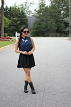 black UrbanOG boots - black Shopcalico sunglasses - navy Forever 21 top