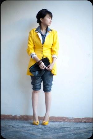 vintage white blazer - blazer - cotton jumper - yellow heels - wooden bracelet