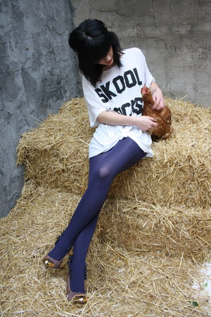 white Wildfox t-shirt - light purple loewe shoes - navy Calzedonia tights