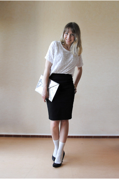 Black pencil skirt and white blouse – Modern skirts blog for you